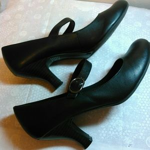Mary Jane Pumps in Black